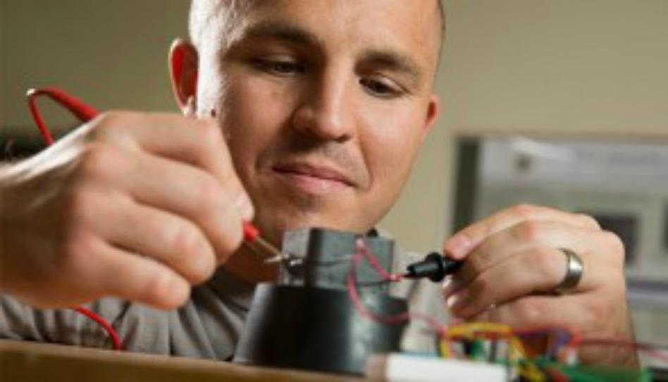 BYUの大学院生「スマート泡状物質」を開発