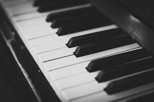 ピアノガイズが人々をキリストに導く