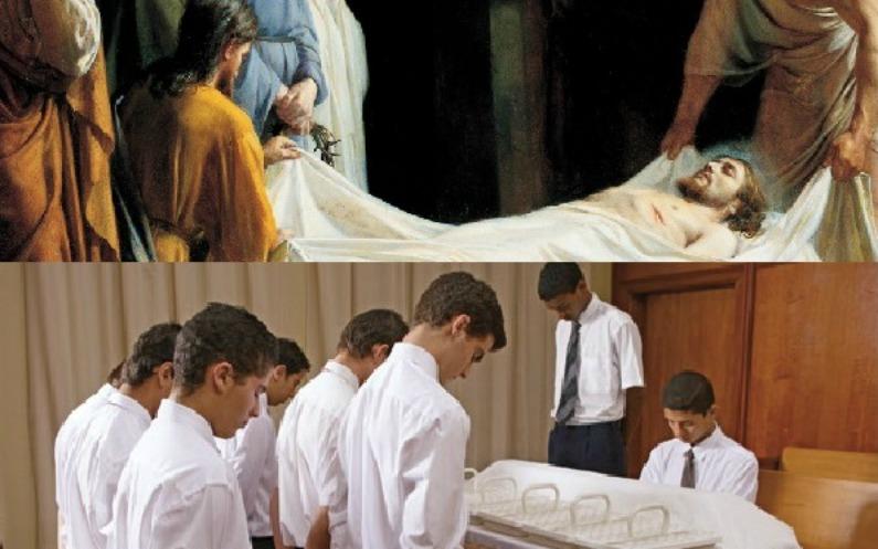 キリストの遺体を白い布で包む弟子たちの絵と、聖餐の祈りを捧げる神権者とパス係りの神権者たちの写真