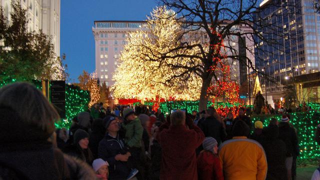 テンプルスクエアのクリスマスライト点灯