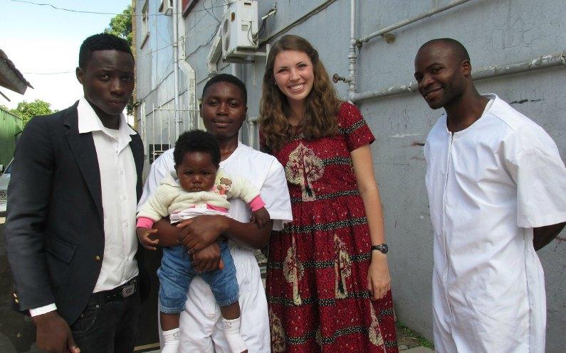 バプテスマを受ける姉妹とプロクター姉妹