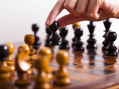 チェス駒を動かす先を選択する