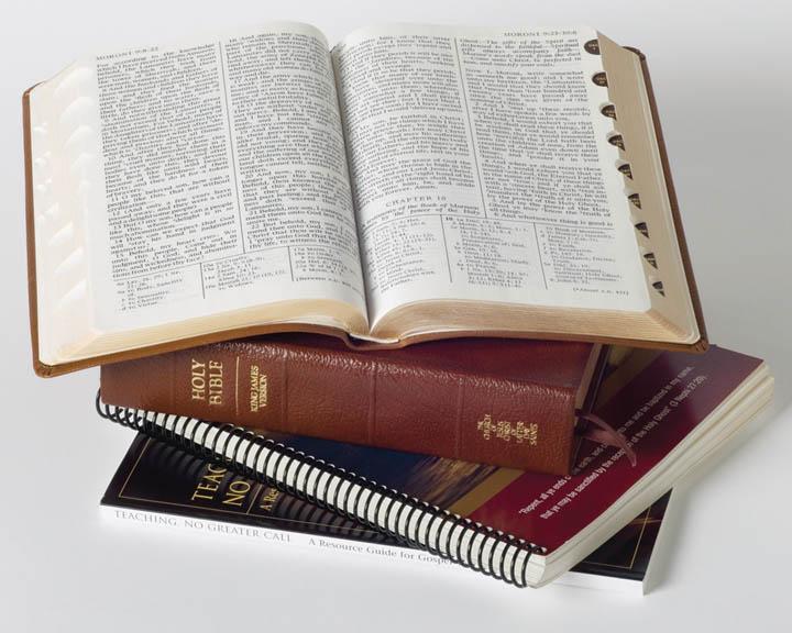 モルモン書と他の聖典の写真