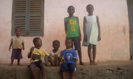 モルモン教の宣教師、アフリカで伝道中に自身のジュニア・ジャズ・チームのシャツを見つける