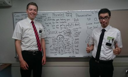 宣教師たちが消防士さんのために独自の英語教室を開催