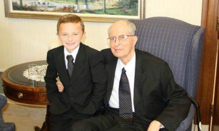 ヘイルズ長老が総大会のたびに同じネクタイをするすてきな理由(彼のことをもっと好きになりますよ)