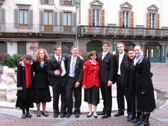 伝道中の息子と他の宣教師たち