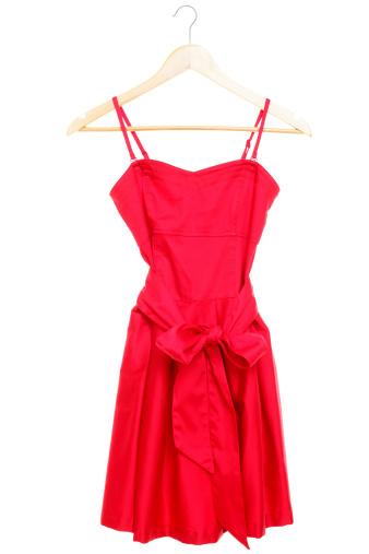 ストラップの赤のドレス