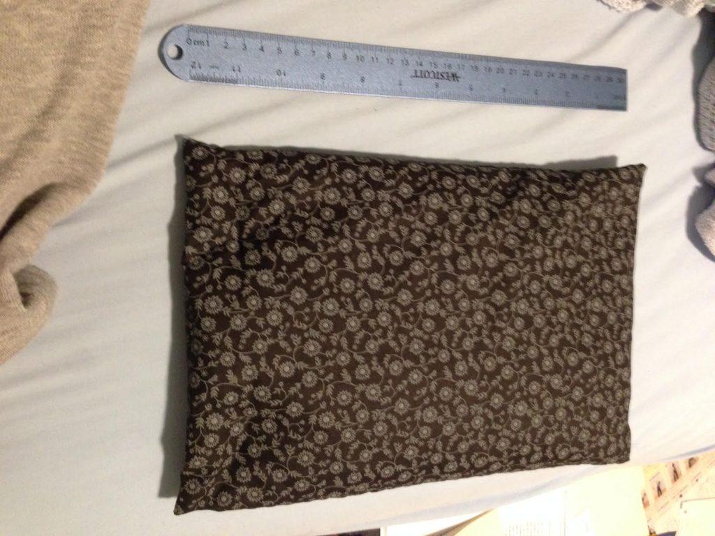 茶色の布で縫われた手作りヒートパック