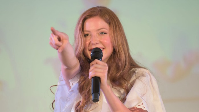 吉祥寺の無料コンサートで歌うレキシー・ウォーカー