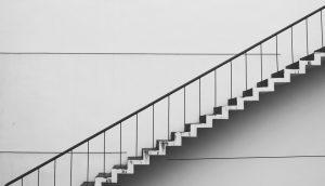 階段の白黒写真