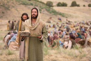 5000人に食べ物を与えるイエス・キリスト