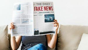 新聞の一面に書かれているフェイクニュース